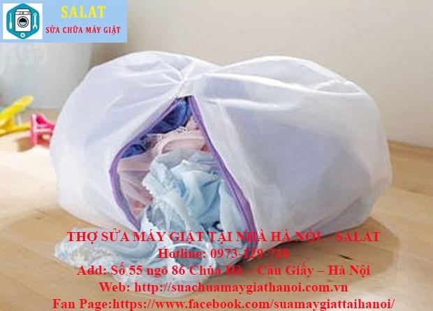 Đặt đồ nhạy cảm vào túi giặt lưới