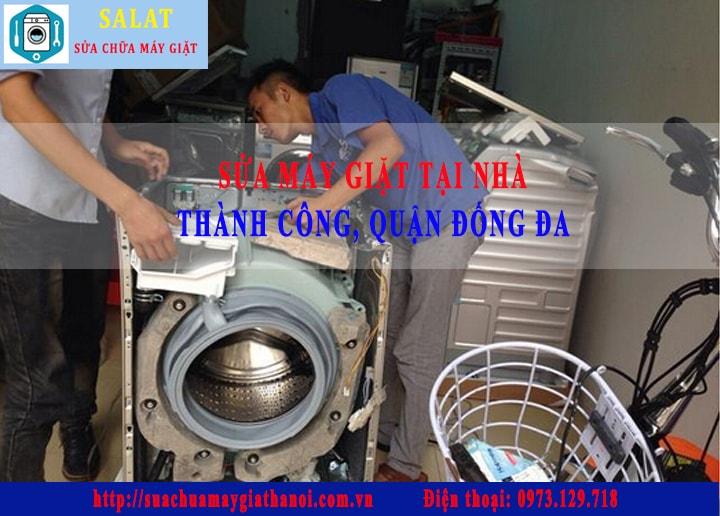 sua-may-giat-tai-nha-thanh-cong:Hình ảnh kỹ thuật viên đang sửa máy giặt tại nhà Thành Công