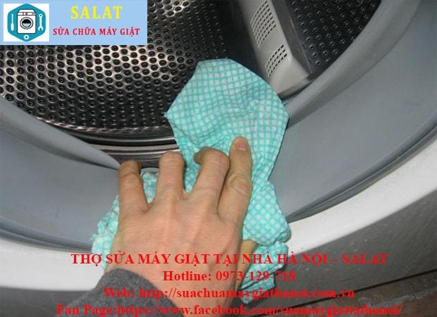 Vệ sinh đối với dòng máy giặt cửa ngang
