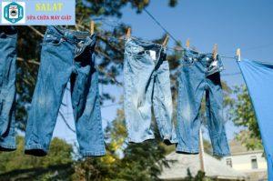 Phơi khô quần jean