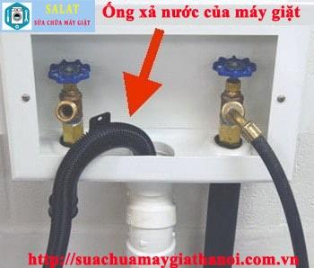 Ống xả nước của máy giặt Electrolux