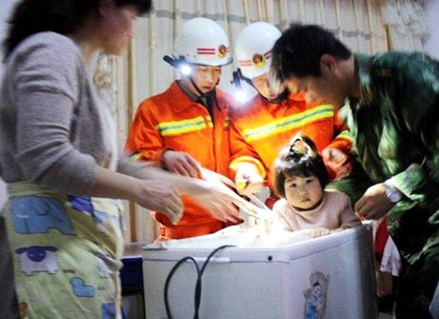 tre-nho-bi-mac-ket-trong-may-giat: trẻ nhỏ bị mắc kẹt trong máy giặt
